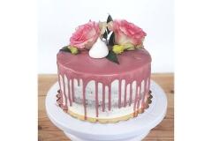 Nuogas tortas su gėlėmis